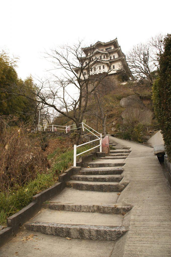 尾道城:広島県尾道市にある三層三階の模擬天守 尾道城【お城特集 日本の歴史】
