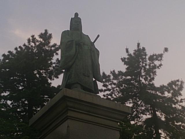 掃部山公園に建つ日本を開国した井伊直弼像【日本の歴史ブログ 史跡(銅像)】