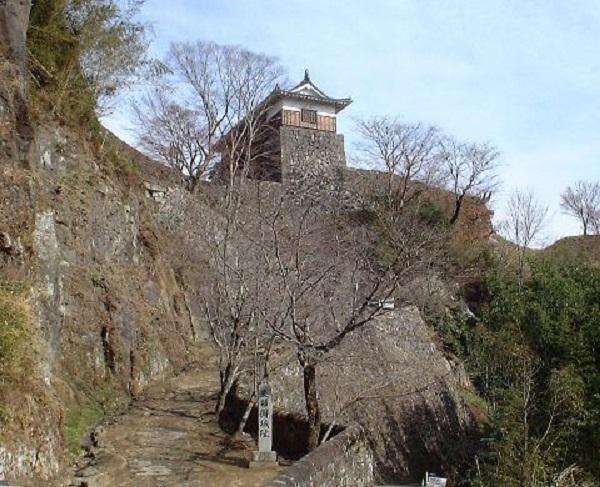 岡城のアクセス・所在地・マップ 瀧廉太郎「荒城の月」で有名な九州の天空の城 岡城 【お城特集 日本の歴史】