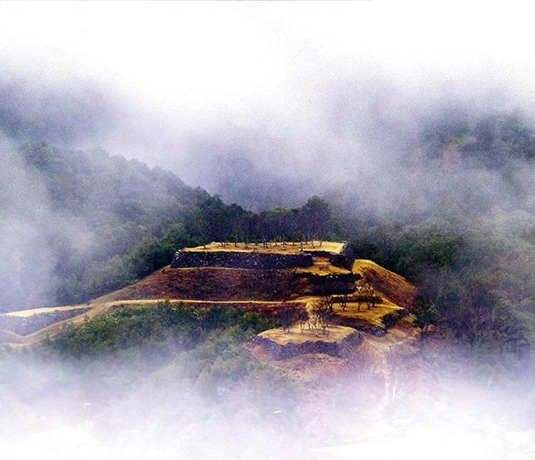 赤木城:北山一揆鎮圧のため藤堂高虎が築城した天空の城 赤木城【日本の歴史 お城特集】