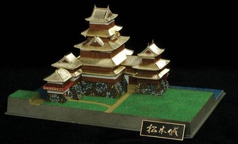 国宝天守 松本城(1/430)日本の名城プラモデル 屋根ゴールドメッキ豪華版